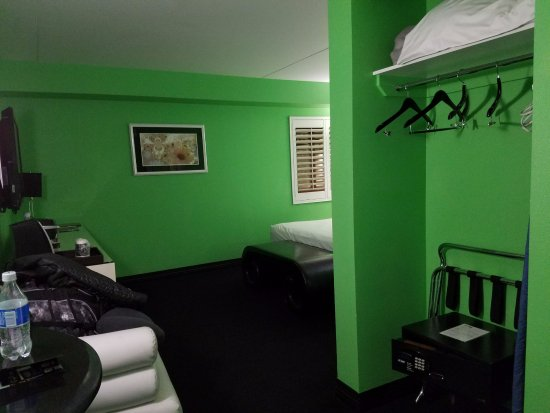 El Cortez Cabana Suites: Hanging closet only