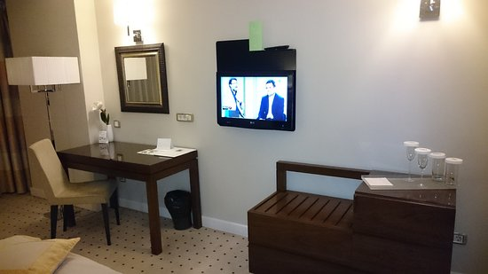 Capital Plaza: A hotel room