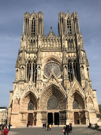 ‪Towers of Reims Cathedral‬