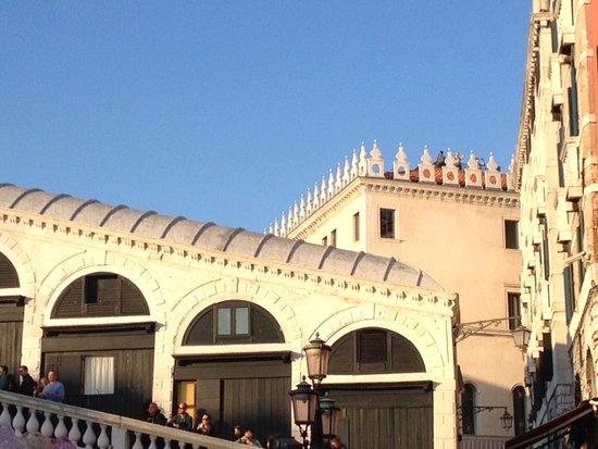 Sullo sfondo fondaco dei tedeschi picture of amo venice for Ristorante amo venezia