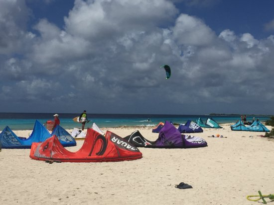 Kiteboarding Bonaire: beach view