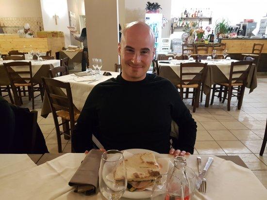 Fratta Todina, Italien: 20170326_204046_large.jpg