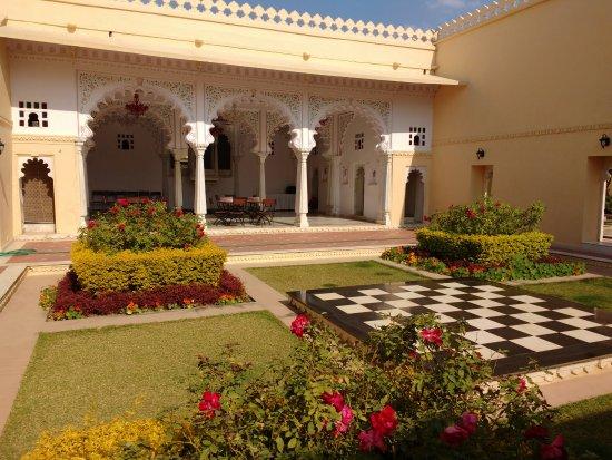 Sardargarh Heritage Hotel: Outside reception