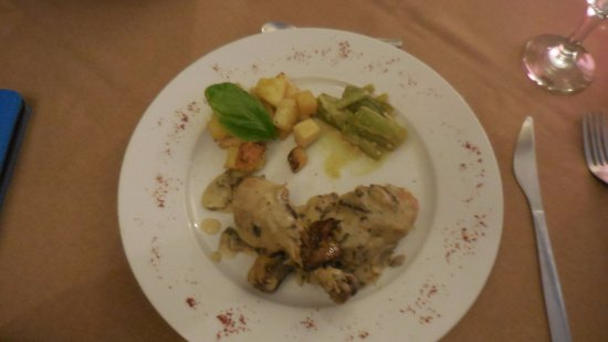 Crochu, Grenada: chicken legs in cream sauce with foie gras, breadfruit and ochre