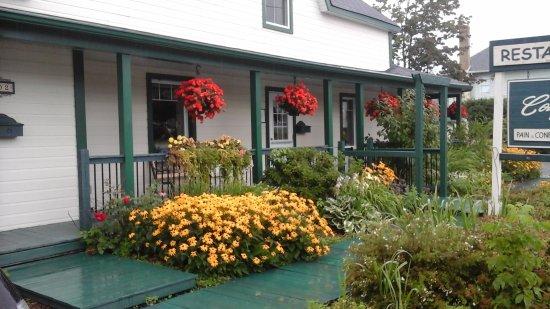 Cowansville, Canadá: terrasse avant