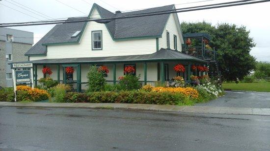 Cowansville, Canadá: La couquerie face du batiment