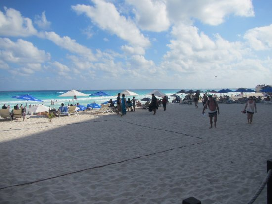 Forum Beach Cancun: Looking out over the beach #5