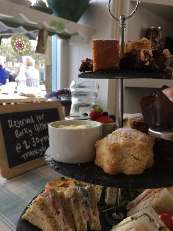 Eyam, UK: Special Mother's Day afternoon tea....perfect!