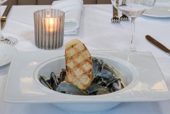 South Pasadena, Kaliforniya: Mussels with dijon cream and grilled bread