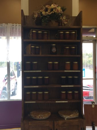 Southampton, Canadá: Their jam and baked goods are delicious and so moist !