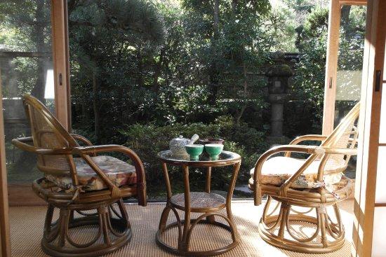 Kawachinagano, Japonia: Вид с веранды в сад