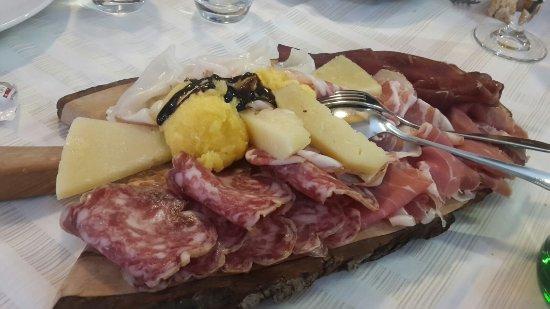 Ristorante forchetta d 39 oro in bergamo con cucina italiana for Enormi isole di cucina