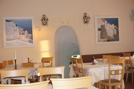 Ellis Restaurant: Dine in the cave or on the cliff at sunset
