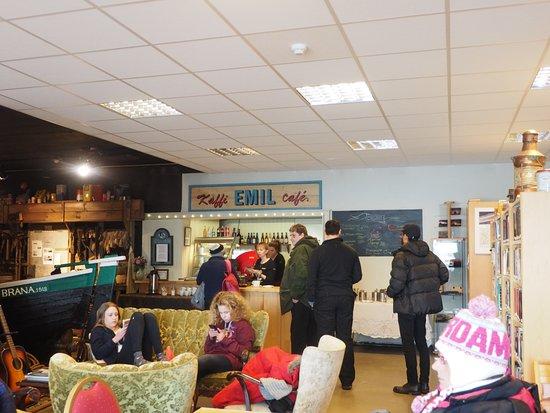 Grundarfjorour, Islandia: Lovely Little Cafe amid the Books