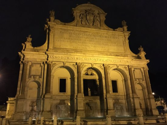 Photo of Monument / Landmark Fontana dell'Acqua Paola at Via Garibaldi, Rome 00153, Italy