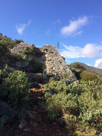 Pyramide de Falicon et grotte de Ratapignata