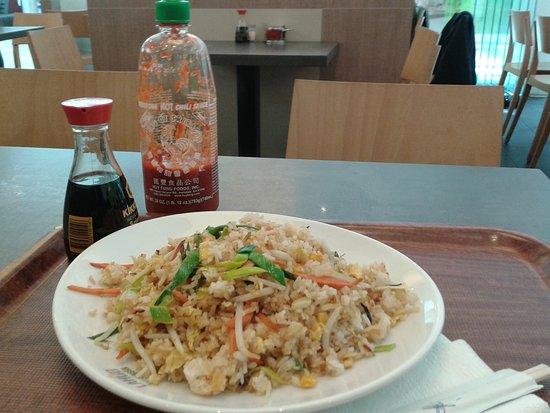 Isernhagen, Duitsland: Gericht 51, Bratreis mit Sojasprossen & frischem Gemüse. Vegetarisch