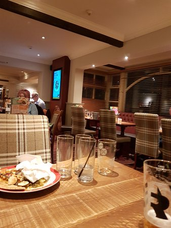 South Normanton, UK: Hardly any guests but tables still full of dirty plates