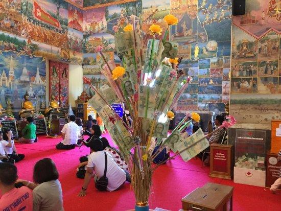 เมืองหนองคาย, ไทย: L'arbre à offrandes