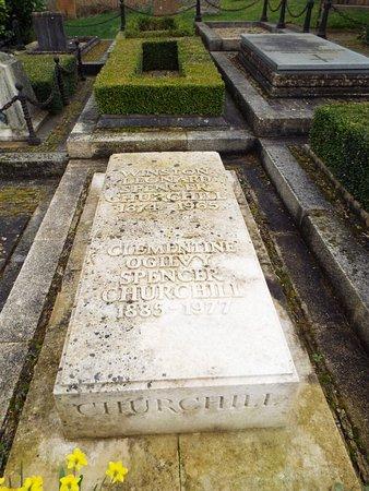 Bladon, UK: Churchills grave