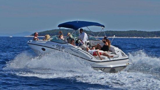 Hvar, Kroatien: Mario Rent - Crowline EX 260 - 420 Horse Powers - 12 persons capacity