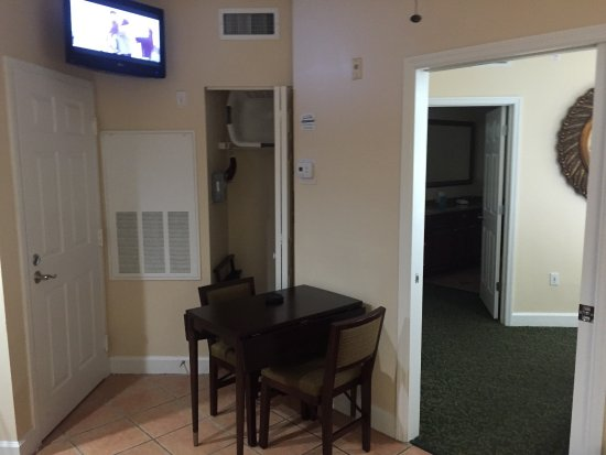 Grande Villas Resort: Nice size unit for 2 people. Maybe four people in one bedroom? Overall nice.