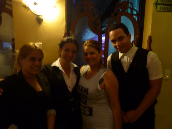 Restaurante Dona Nora: The friendly servers and the owner, second from the right.