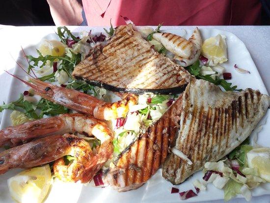 Pognana Lario, İtalya: Grigliata di pesce di mare