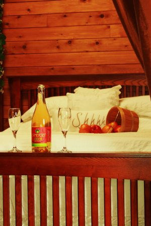 Cobble Hill, Canadá: Our yurts are a romantic getaway!