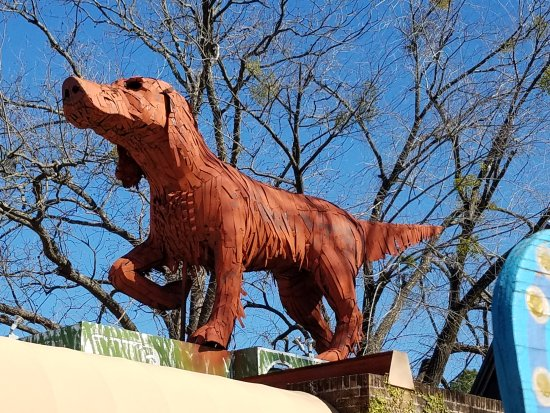 Northport, AL: Big Red Dog sculpture on the roof of the building