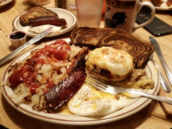 Winston, OR: Shared breakfast of a variation on eggs benedict and smoked sausage with all the fixings
