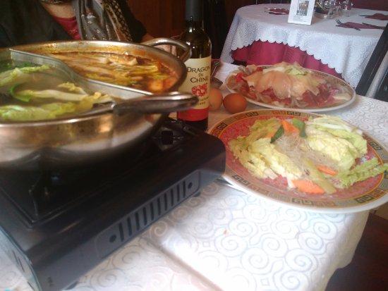 Saint-Dizier, Francia: fondue chinoise à la viande et fruits de mer