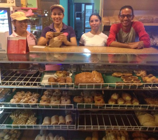 Pasteleria Maria Elena: Great service and delicious pastries!
