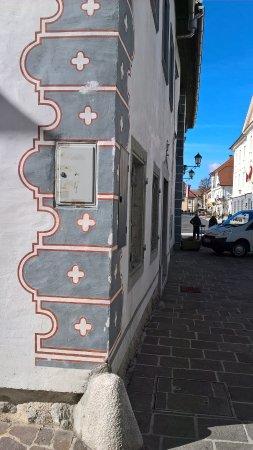 Radovljica, Slovenia: фреска на стене дома