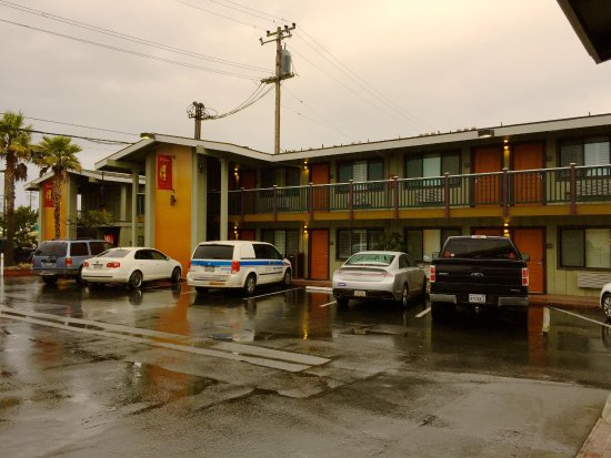 Best Western Plus Humboldt Bay Inn: Retro look of the hotel takes you back to a calmer time in life!