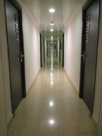 Flur Zum Zimmer Im 6 Stock Gummisohlen Quietschen Furchtbar Auf