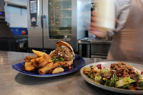 Devonport, Nowa Zelandia: Pulled lamb burger and Fattoush salad