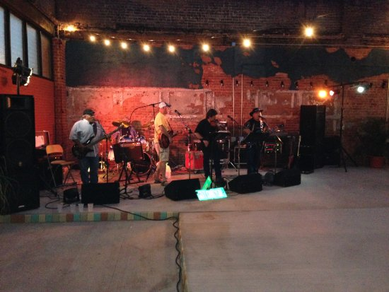 Sayre, OK: Live music in the Courtyard!