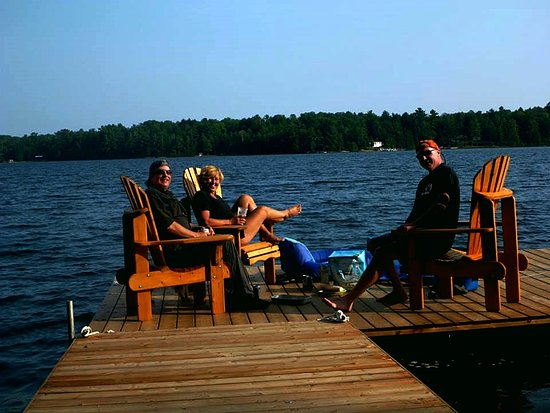 Algoma Mills, Canada: Lounge on dock
