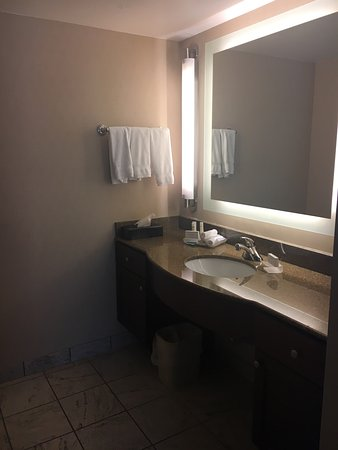 Reading, PA: 2 Bedroom/2 Bath suite-1 king, 2 queen beds
