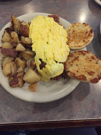 Middlebury, CT: Corned Beef Hash, Scrambled Eggs & Grilled english