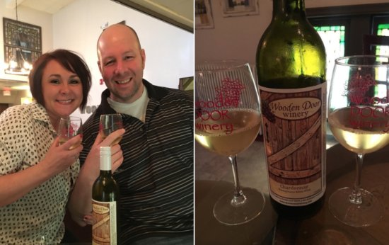 New Kensington, Pensilvania: Mr. and Mrs. South Hills Critic with wine.