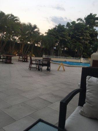 Clarion Hotel Real Tegucigalpa: Area de Picina en hora de descanso