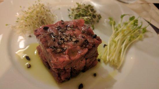 Coltano, Italia: Tartare marinata al whiskey con scaglie di cioccolato