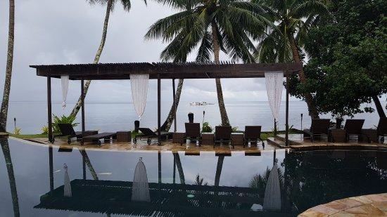 Beqa Island, Fiji: swimming pool and seaview area