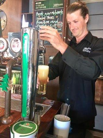 Alexandra, نيوزيلندا: Fresh Heineken on tap! 