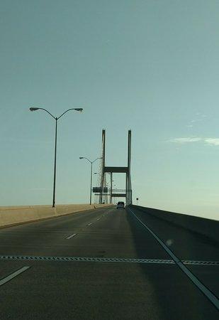 Talmadge Memorial Bridge: driving across the bridge