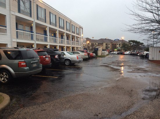 Peoria, IL: Parking lot filled with cars early in morning