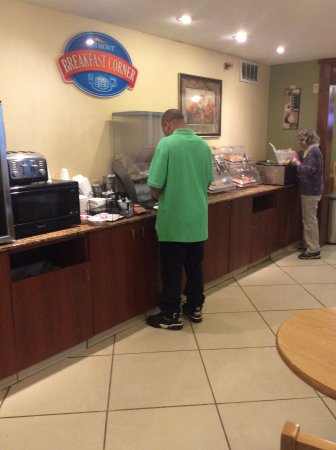 Peoria, IL: Breakfast food counter