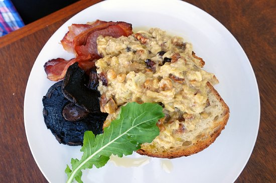Milton, Australia: Excellent scrambled eggs with dates, walnuts and Cheddar